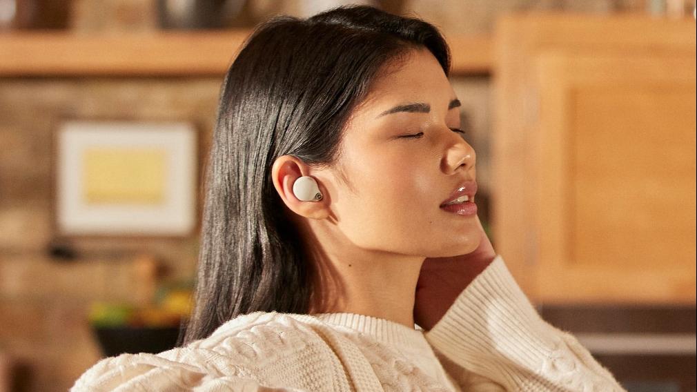 WF-1000XM4 được tích hợp microphone cảm biến chống ồn kép với hiệu suất cao