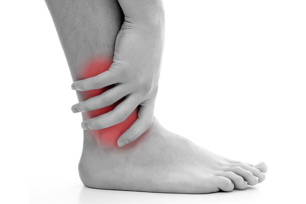 Căng cơ, bong gân, gãy xương,… là những chấn thương thường gặp khi leo núi