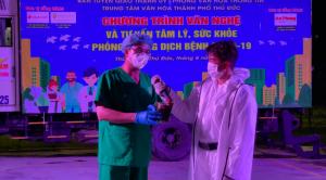 Ca sĩ Đàm Vĩnh Hưng hát phục vụ tinh thần bệnh nhân Covid-19