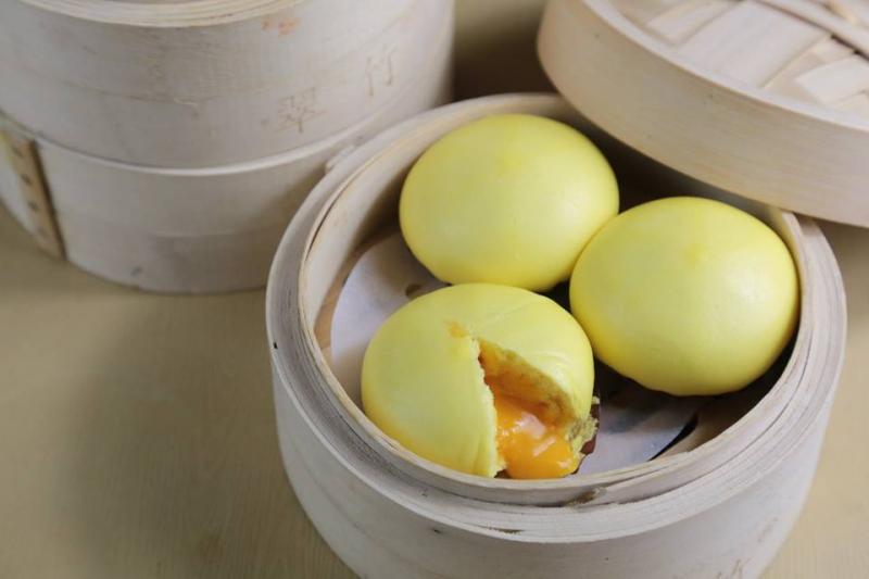 Tráng miệng với món bánh bao kim sa trứng muối siêu hấp dẫn