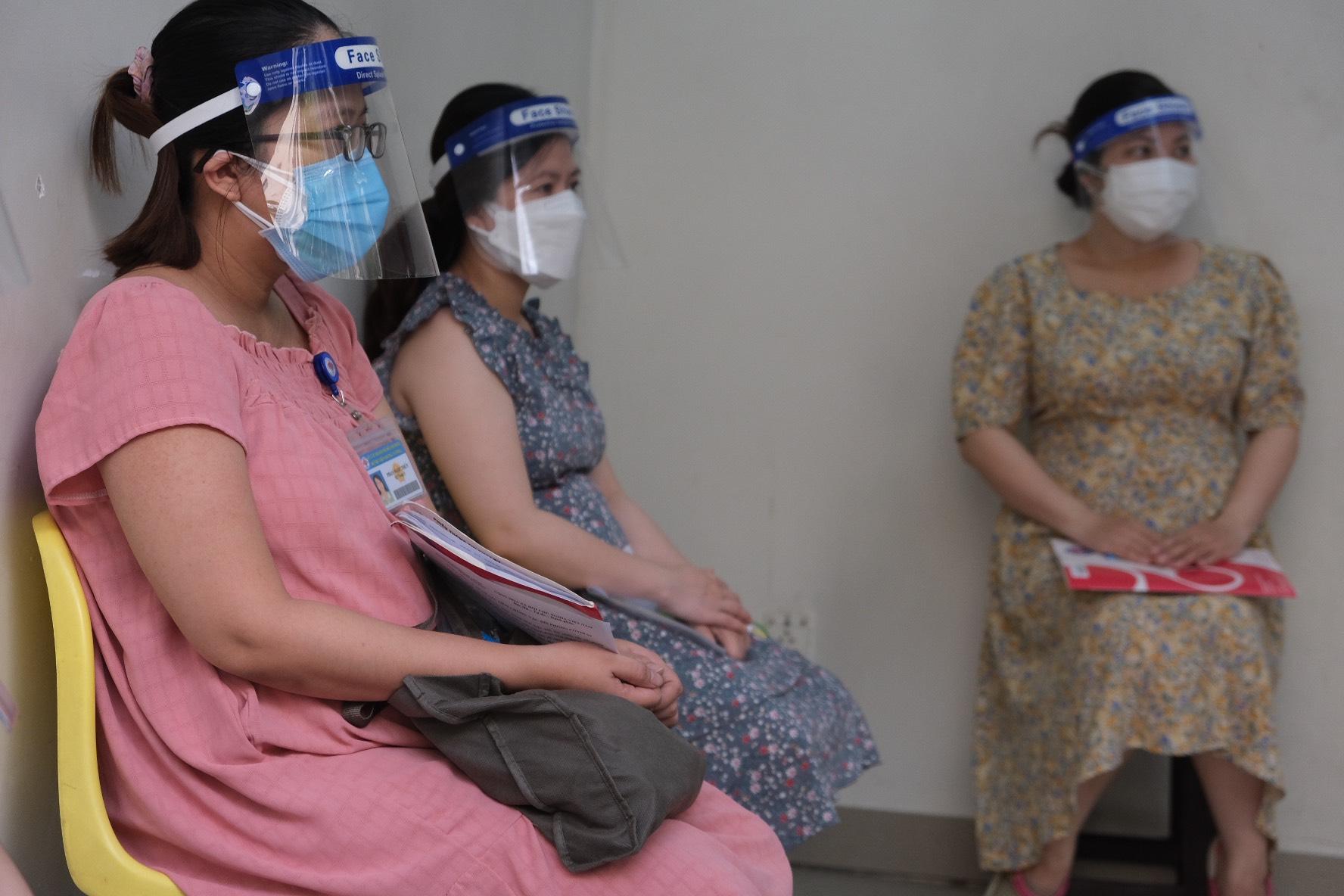 Phụ nữ đang mang thai hoặc cho con bú phải tiêm phòng
