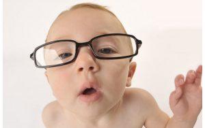 Trẻ ở nhà nhiều do dịch Covid-19 dễ mắc bệnh cận thị