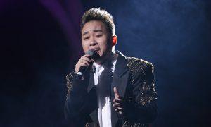 Ca sĩ Tùng Dương với bản cover khiến khán giả thích thú